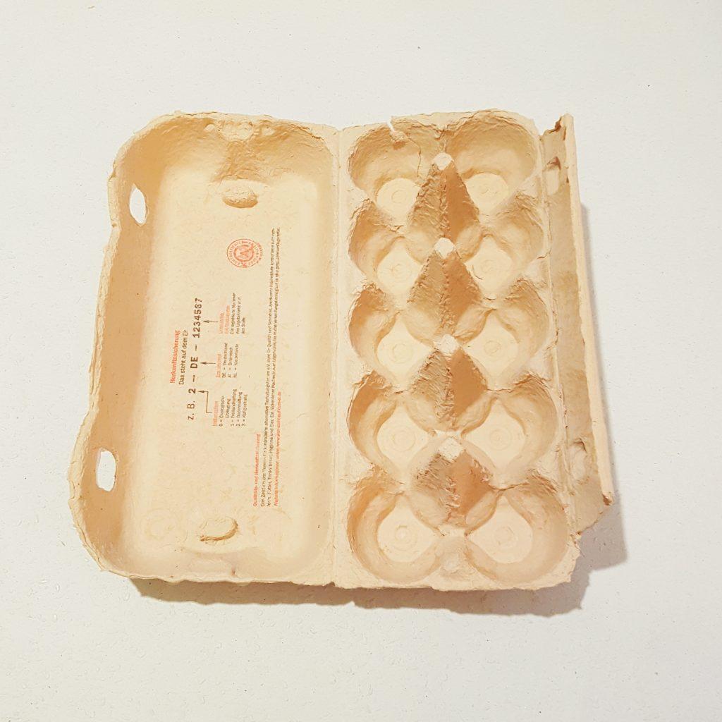 DIY Tischlicht aus alten Eierschachteln