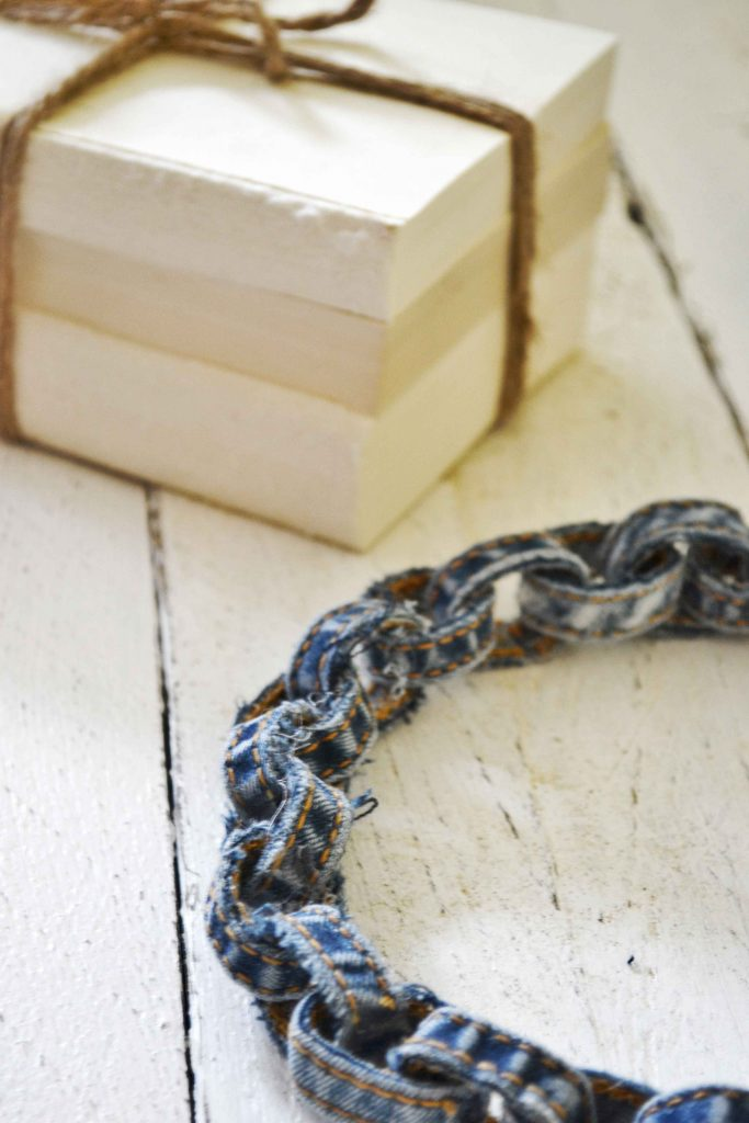Halskette aus alter Jeans
