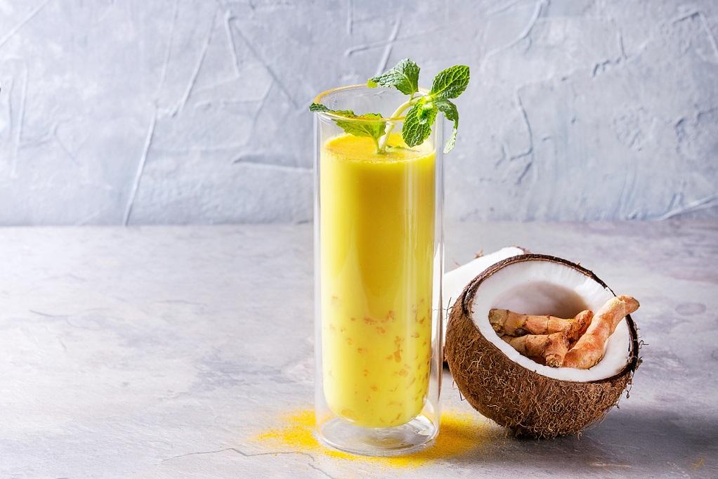 Goldene Milch Iced Latte