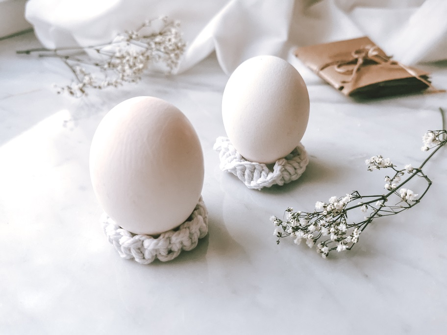 Eierbecher im Makramee Stil